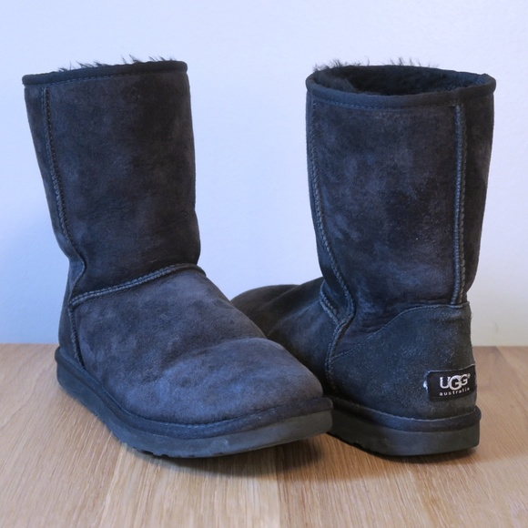 b3dcf082152 [UGG] Classic Short Boots in Black Size 9